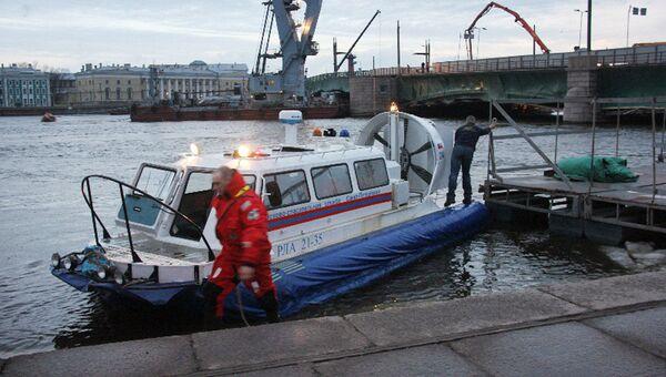В Санкт-Петербурге затонул буксировочный катер