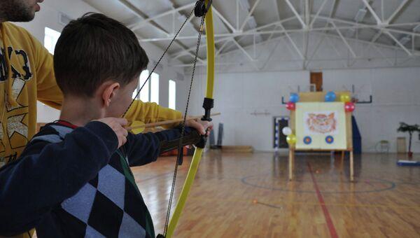 Занятия по стрельбе из лука в лагере фонда Шередарь