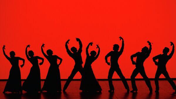 Труппа Entredos Ballet Espanol в сцене из белета Al Alma