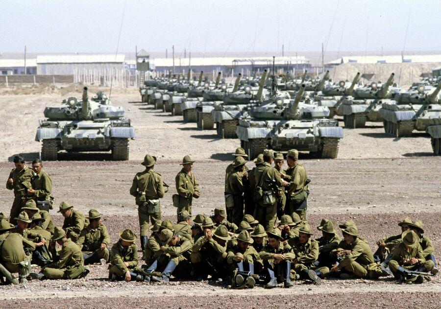 Гвардейский танковый полк готовится к отправке в СССР
