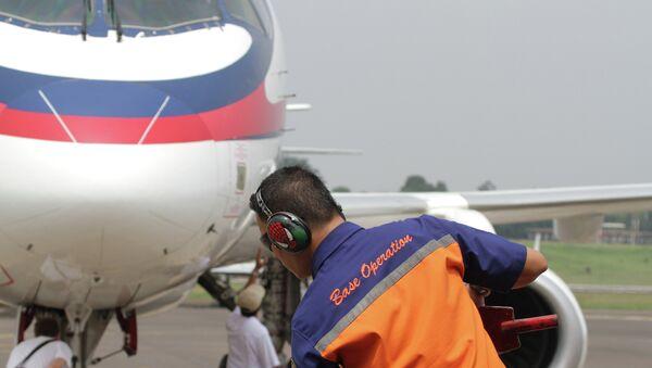 Подготовка к вылету SSJ-100, архивное фото