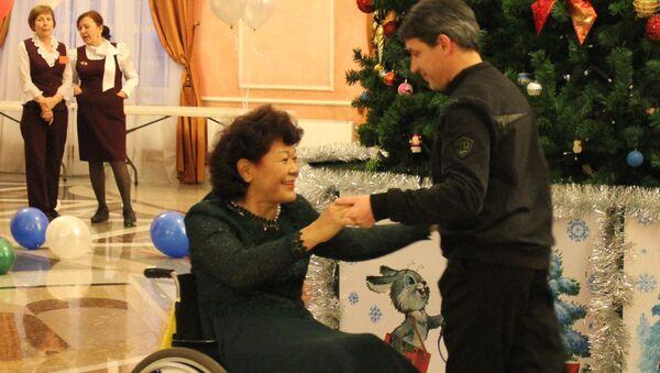 Эржена Будаева на коляске танцевала на акции Трезвый новый год в декабре 2012 года