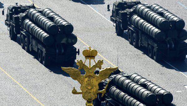 Зенитные ракетные системы ПУ С-400 проходят по Красной площади