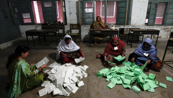 Подсчет голосов на парламентских выборах в Пакистане