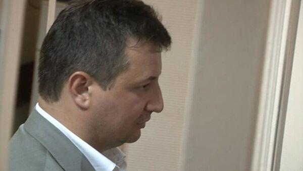 Топ-менеджеров Росбанка посадили под домашний арест. Кадры из зала суда