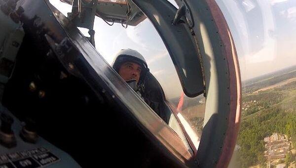 Новый командир Стрижей репетирует летную программу. Кадры из кабины пилота