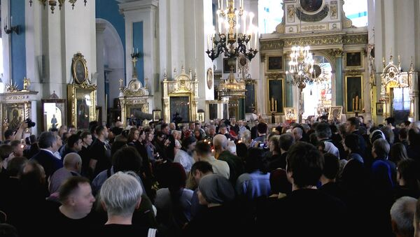Отпевание в соборе и цветы у Ленфильма - прощание с Алексеем Балабановым
