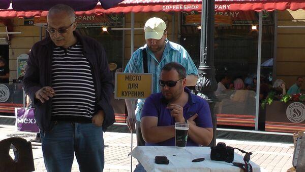 Александр Друзь на акции в защиту табака