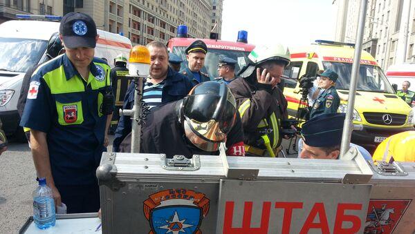 Работа оперативного штаба МЧС на месте пожара в Московском метрополитене