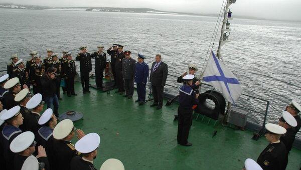 Церемония поднятия флага на БДК ТОФ Ослябя