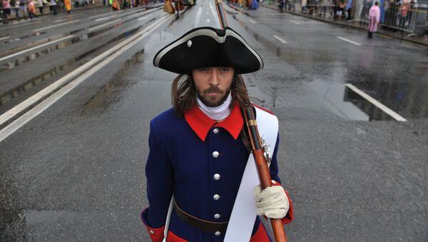 Участник городского исторического карнавала Парад округов, посвященного Дню России, в Москве
