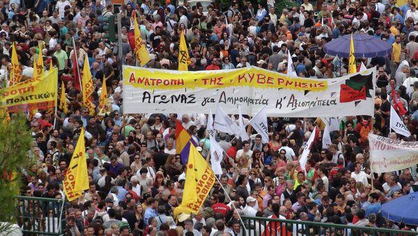 Митинг возле здания государственного телевидения и радиовещания в Афинах. Архивное фото