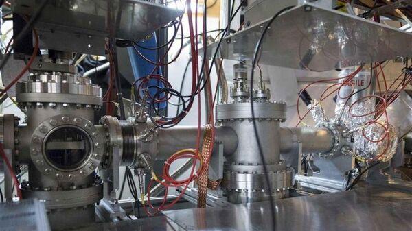 Один из компонентов установки ISOLTRAP