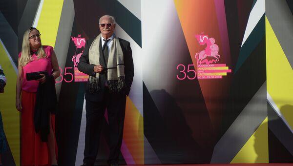 Президент Московского международного кинофестиваля Никита Михалков с женой Татьяной перед началом церемонии открытия 35-го ММКФ