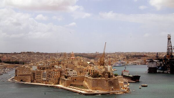 Средиземное море, которой со всех сторон окружена Мальта