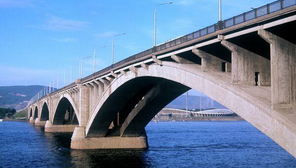 Мост через Енисей. Архивное фото