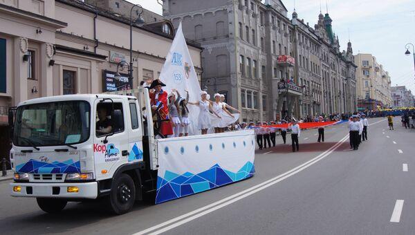 Граф Муравьев-Амурский возглавил праздничное шествие во Владивостоке