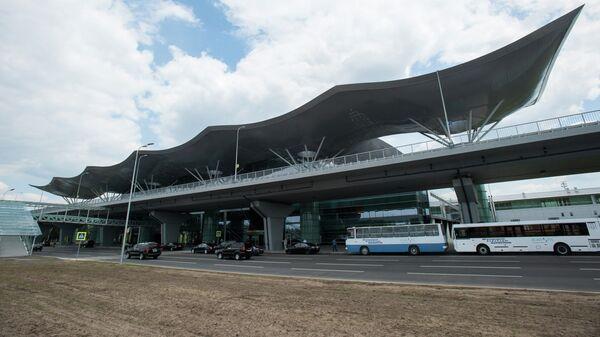 Здание терминала Киевского международного аэропорта, архивное фото
