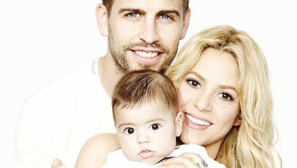 Певица Шакира с супругом Жераром Пике и сыном Миланом