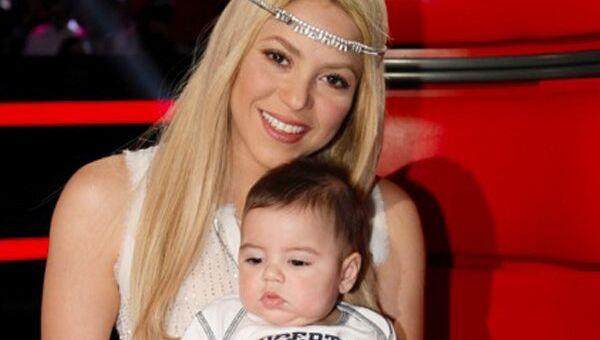 Певица Шакира с сыном Миланом