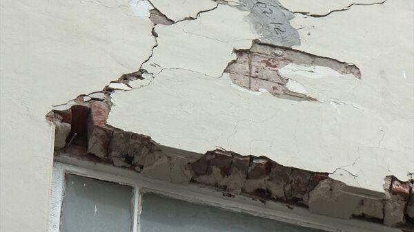 Трещина в стене дома. Архивное фото