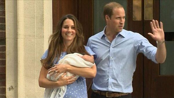 Новорожденного принца на руках у матери британцы встретили аплодисментами