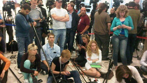 Журналисты в аэропорту Шереметьево