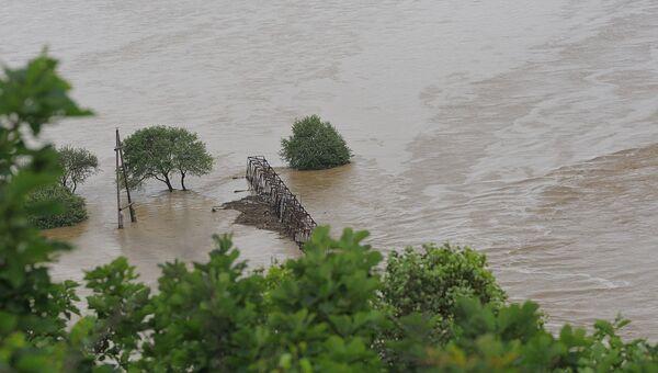 Разлившаяся после обильных осадков река Рудная в Приморье