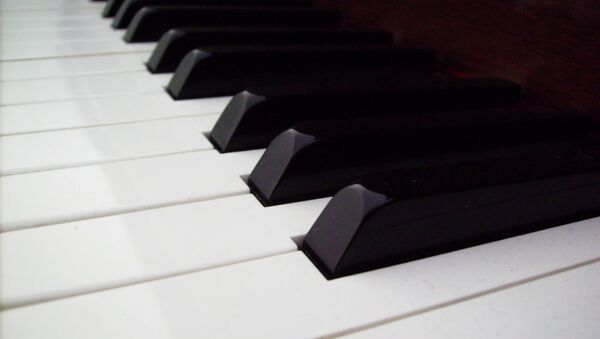 Клавиши пианино. Архивное фото.