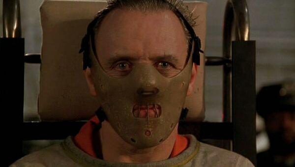 Кадр из фильма Молчание ягнят. Энтони Хопкинс в роли Ганнибала Лектора.