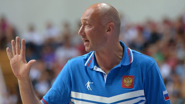 Тренер Василий Карасев. Архивное фото
