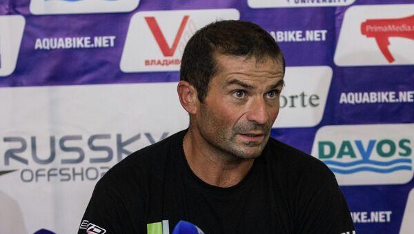 Пятнадцатикратный чемпион мира по аквабайку, француз Жан Бруно Пасторелло
