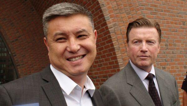 Отец Диаса Кадырбаева (слева)  Мурат Кадырбаев и адвокат Роберт Стал (справа)