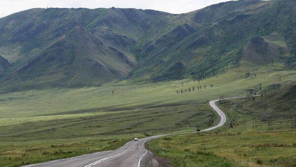 Вид на федеральную автомобильную дорогу М-54 в Пий-Хемского кожууне (районе) республики Тыва. Архивное фото