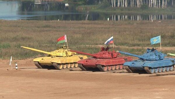 Танковый биатлон, или Гонки на разноцветных Т-72Б через брод и минное поле
