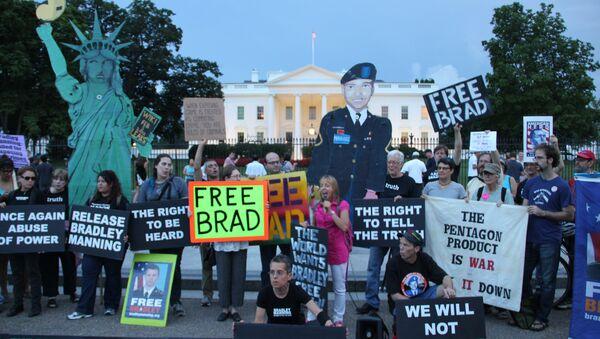Пикет в защиту Брэдли Мэннинга у Белого дома в США. Архивное фото