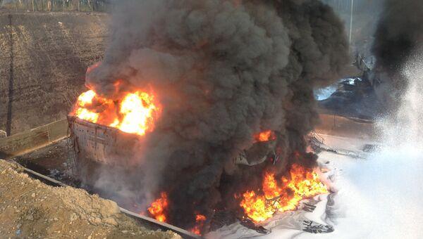 Пожар на нефтяном резервуаре в Приангарье