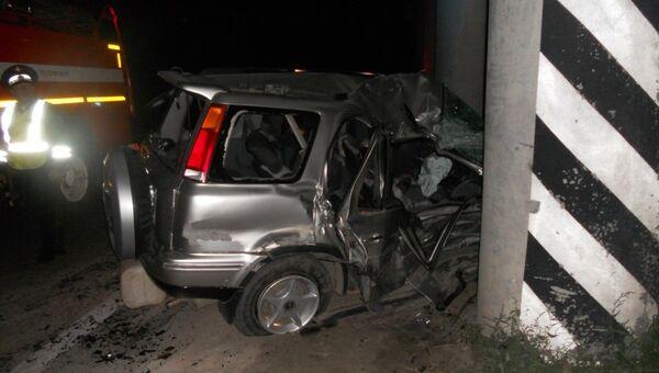 Автомобиль наехал на опору моста под Новосибирском - двое погибших