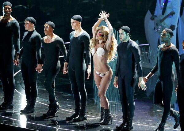 Американская певица Леди Гага выступает на MTV Video Music Awards