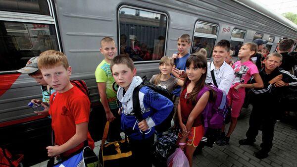Дети из Амурской области прибыли на отдых во Владивосток