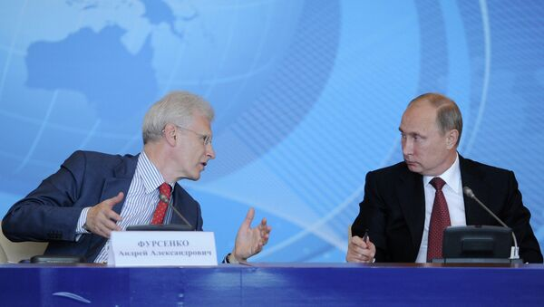 Владимир Путин и Андрей Фурсенко во время встречи с преподавателями и студентами ДВФУ