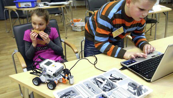 Школьная олимпиада по робототехнике. Архивное фото