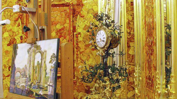 Восстановленная часть Янтарной комнаты в Екатерининском дворце, архивное фото