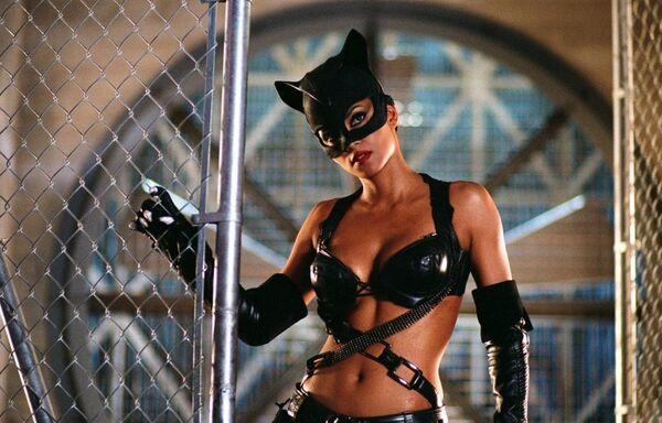 Кадр из фильма Женщина-кошка