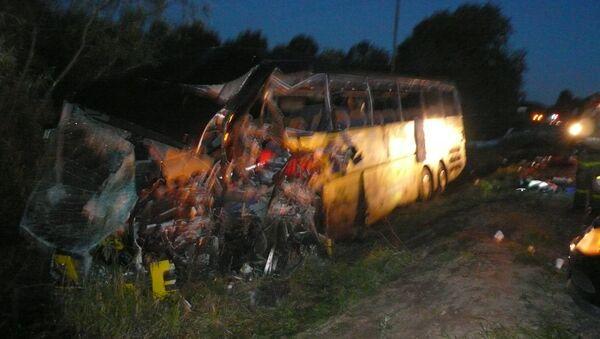 Два пассажирских автобуса столкнулись в Пустошкинском районе Псковской области, фото с места события