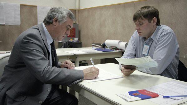 Кандидат в мэры Екатеринбурга Яков Силин на выборах. Архивное фото