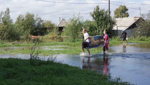 Эвакуация граждан из затопленного поселка имени Менделеева
