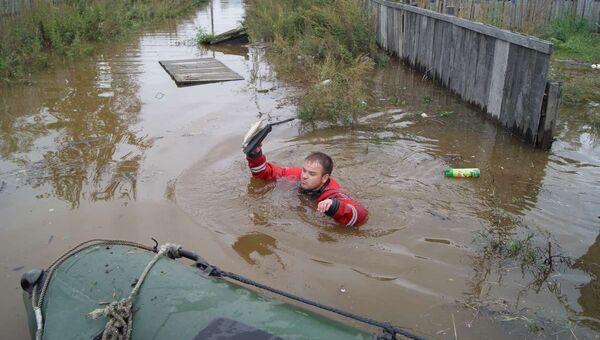 Работа спасателей в поселке Новый Мир Комсомольского района Хабаровского края