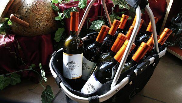 Продажа молдавских вин, архивное фото