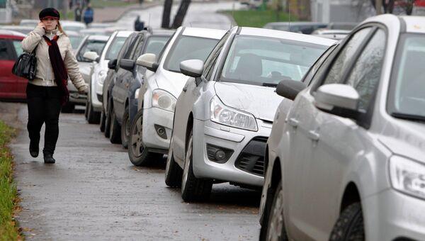 Машины на улицах столицы. Архивное фото